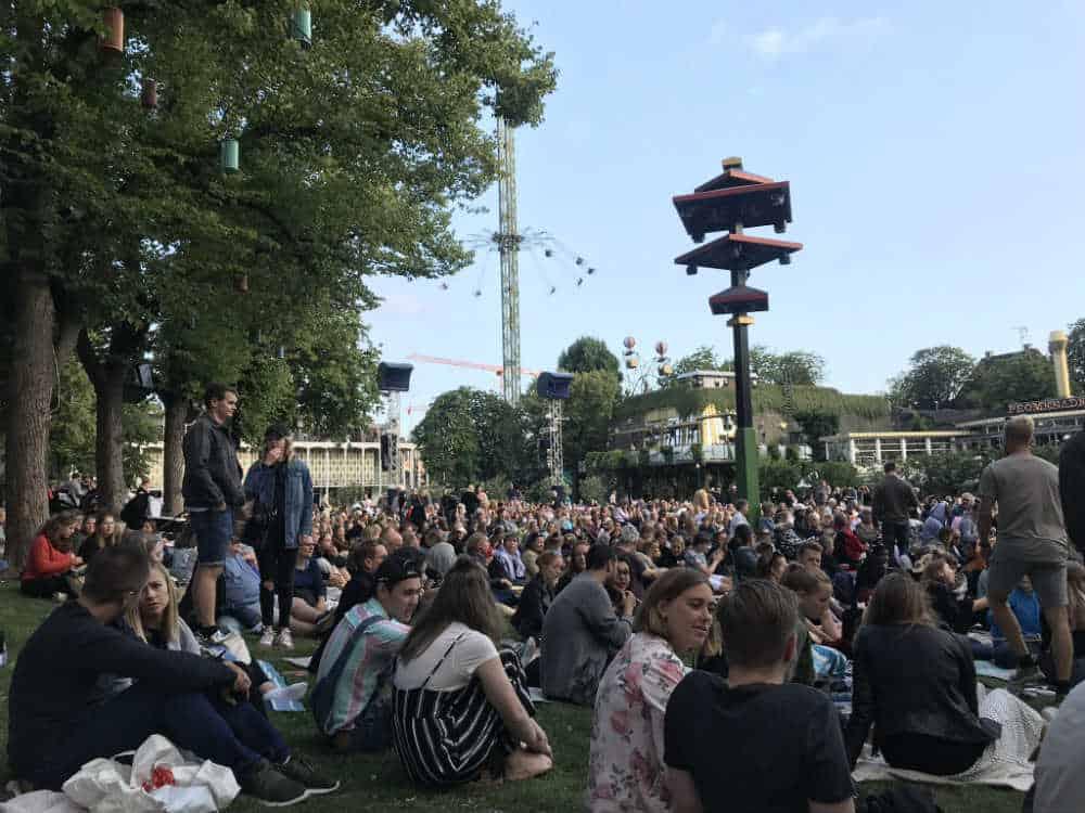 Masser af folk til Film på Plænen
